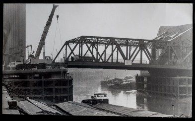 Drypool Bridge being put in place