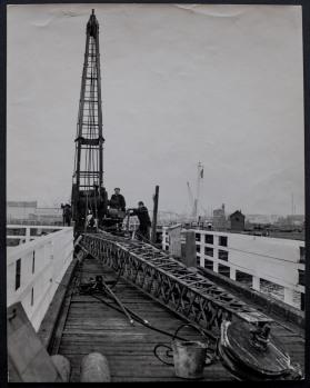 Dismantling the Minerva Pier crane