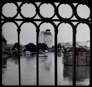 Gilyott Warehouse and barge Poem 14 through Clough Road Bridge