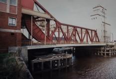 Drypool Bridge and barge 1995